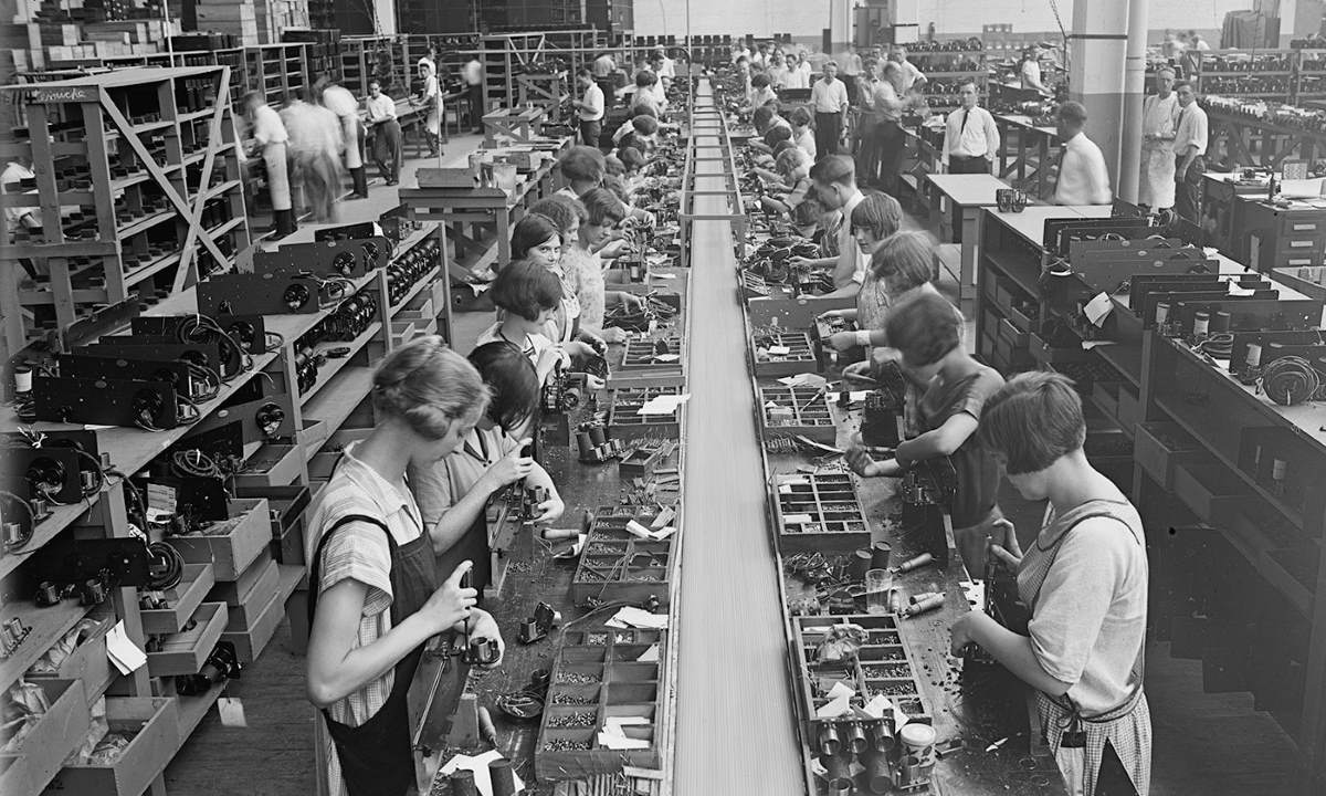 Atwater Kent radio assembly line, Philadelphia, 1925