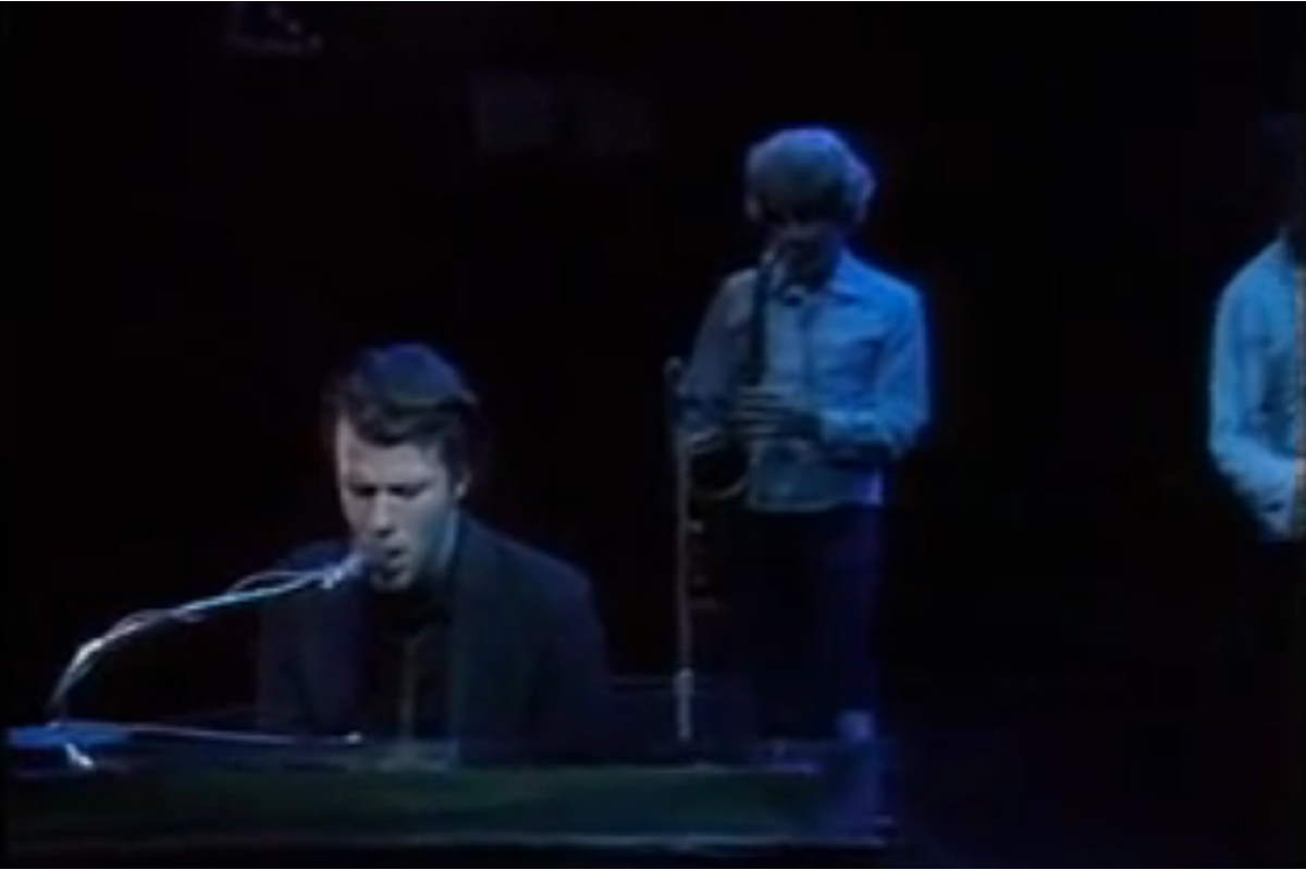 Tom Waits performs Tom Traubert's Blues